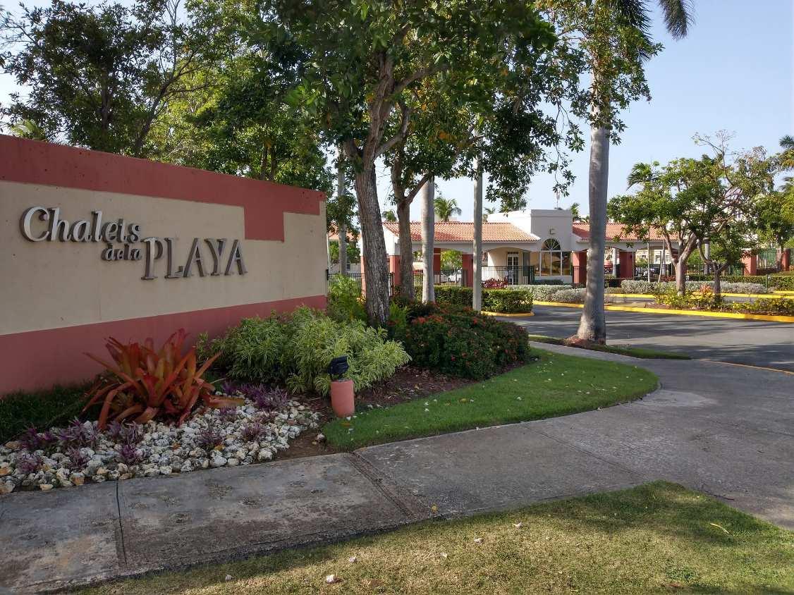 Calle Flamingo Chalet De Playa 548 Este Palma Real Vega Baja, PR 00646